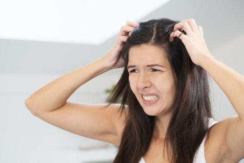 Recepty na suchú vlasovú pokožku
