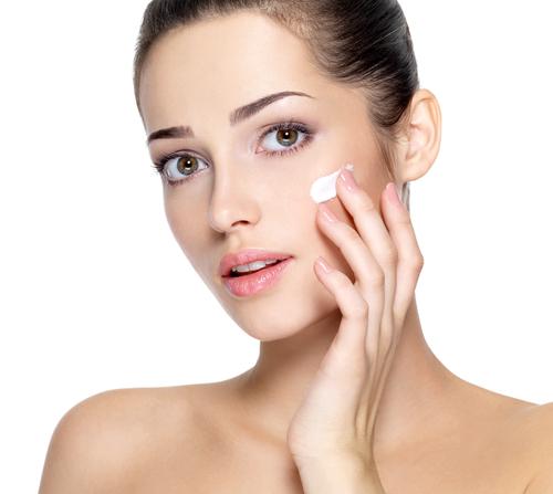 Nepreháňajte to s make-upom a stavte skôr na prirodzenú krásu