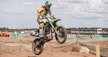 Motocross je plný nástrah, avšak správne vybavenie na motorku ich  dokáže eliminovať