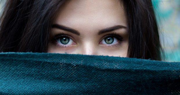 Obočie – opomínaná oblasť očného líčenia, vďaka ktorej môžete zažiariť